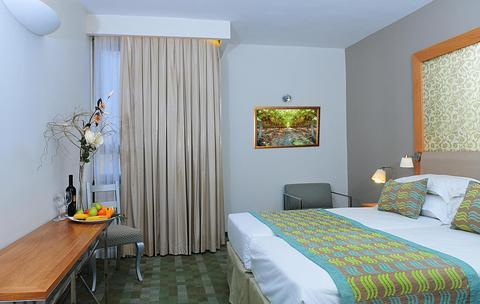 Prima-Park-Guest-Room