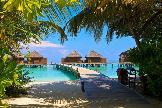 Maldive aprono al turismo